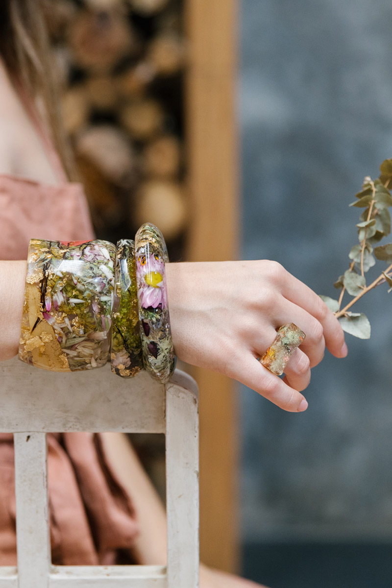 Set of statement bangles made with resin and botanical flowers